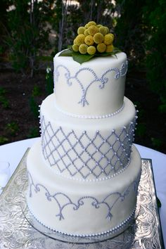 Intricate Piping for a Beautiful Summer Wedding by CMH Cakes www.cmhcakes.blogspot.com