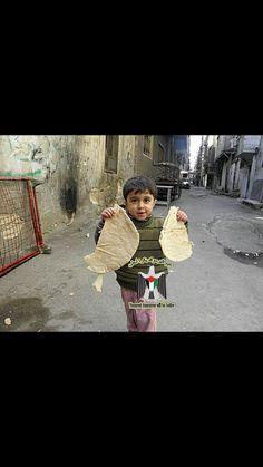 عندما يكن رغيف الخبز ترف على موائد العرب .لكن عند أهل هذا المخيم قصة حياة أو موت فهنا الظلم بعينه #لن_نترك_اليرموك