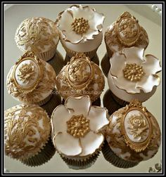Weddbook ♥ These white and gold wedding cupcakes looks very unique. The design of these cupcakes is amazing and very yummy in taste. The design of these cupcakes is very antique and the softness is awesome. Eid Cupcakes, Lace Cupcakes, Elegant Cupcakes, Beautiful Cupcakes, Wedding Cakes With Cupcakes, Flower Cupcakes, Fondant Cupcakes, Cupcake Cakes, Mini Cakes