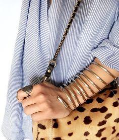Léopard + rayures bleues et blanches = le bon mix (bracelet Cecile Pic - instagram Audrey Lombard)