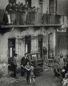 Budapest - Photo: Martin Munkacsi (1896-1963)