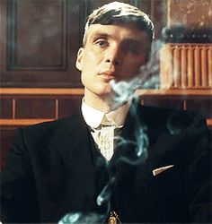 """That time all your worries went up in smoke because you were looking at Thomas Shelby. 12 Times Thomas Shelby From """"Peaky Blinders"""" Made You Feel Feelings Peaky Blinders Series, Peaky Blinders Thomas, Peaky Blinders Quotes, Cillian Murphy Peaky Blinders, Pretty Men, Pretty Boys, Beautiful Men, Gorgeous Guys, Joe Cole"""