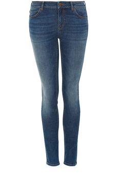 Skinny-Jeans    Mit beliebtem Skinny-Cut, der dank Stretchanteil optimal sitzt, ist die Hallhuber Jeans das ideale Basic für lässige Outfits mit hohem Style-Faktor: Die Skinny-Jeans liegt mit ihrem dezentem Used-Charakter inklusive Sitzfalten und ihrer dunkelblauen Waschung absolut im Trend. Dazu kommt die Skinny-Jeans im 5-Pocket-Stil und mit Nieten.    Anlass: Freizeit  Größentipp: fällt pass...