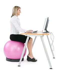 Active sitting instructions to improve posture and the back with a ball chair. How to use Swiss Ball as an comfortable alternative to an ordinary chair. Good Posture, Improve Posture, Muscles In Your Back, Ball Chair, Stability Ball, Pump It Up, Core Muscles, Things That Bounce, Desk