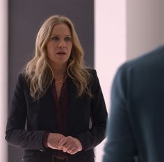 Christina Applegate as Jen Harding looks for the owner of the car in the dark comedy Dead to Me. (Source: Netflix) Dead to Me is an addictive dark comedy that dives into the painfully unfiltered, weirdly funny waters of grief, loss and forgiveness. Maria Riva, Brandon Scott, Mc Carthy, James Marsden, Christina Applegate, Grief Loss, Dead To Me