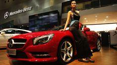 Mercedes Benz Luncurkan Mesin Lebih Kecil Untuk Indonesia Semakin pesatnya perkembangan mesin yang memiliki kapasitas kecil sepertinya membuat Mercedes-Benz turut menghadirkan satu inovasi baru. Saat ini, pabrikan otomotif asal Jerman tersebut diketahui tengah mengembangkan mesin empat silinder yang memiliki kapasitas 1.200 cc dan 1.400 cc dengan kemampuan untuk menghasilkan tenaga besar namun lebih irit dalam penggunaan bahan bakar.