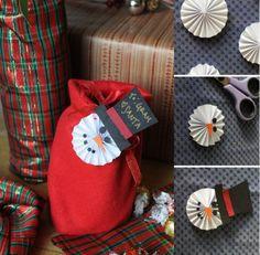 Schneemann-Deko für Geschenke - wie Fächer gefaltet