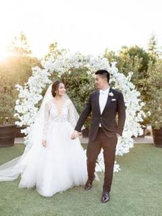 Outdoor California wedding ceremony with bride and groom with white floral arch Head Table Wedding, Tent Wedding, Wedding Ceremony, Wedding Dresses, Whimsical Wedding, Glamorous Wedding, Floral Arch, California Wedding, Wedding Portraits