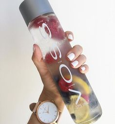 Time check with VOSS and @ thefifthwatches! Smoothie Drinks, Detox Drinks, Fun Drinks, Healthy Drinks, Beverages, Healthy Food, Infused Water Recipes, Fruit Infused Water, Fruit Water