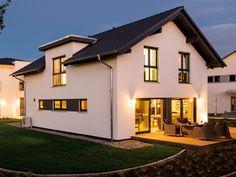Das Musterhaus Neo von FingerHaus im Energiestandard KfW-Effizienzhaus 40 Plus vereint moderne und klassische Elemente innovativ. Style At Home, Design Case, Future House, House Plans, Arch, Mansions, House Styles, Home Decor, Ideas