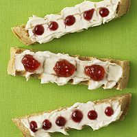For a fun alternative to peanut butter and jelly, try whole grain waffles for a boost of iron and vitamins and A. These cool, kid-approved waffle sticks topped with reduced-fat cream cheese and a fruit jelly are a refreshing change for snacktime. Healthy Homemade Snacks, Healthy Snack Options, Snack Recipes, Healthy Treats, Toddler Snacks, Healthy Snacks For Kids, Kid Snacks, Healthy Eating, Waffle Sticks