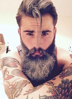 Más #barbas / more #beards http://www.pinterest.com/SantanaHairArt/beards-moustaches/ #santanapeluqueros #peluqueria #barbershop #Alicante #Spain