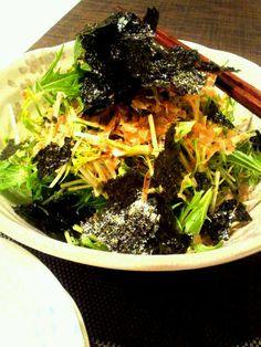 簡単でおいし~♪水菜たくさん、もしゃもしゃ食べました。コトちゃんおいしいレシピありがとう(´∀`) - 182件のもぐもぐ - kotoringo9625さんの水菜のサラダ by MakiHiro