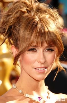 Free virtual hairstyles - upload your photo and discover your perfect hairstyle. Thousands of hairstyles: everyday, bridal, occasion, celebrity hairstyles, hairstyle trends Jennifer Love Hewitt Body, Jeniffer Love, Steam Girl, Golden Blonde, Hair Care Tips, Celebrity Hairstyles, Beautiful Actresses, Red Hair, Texas
