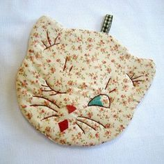 Calico Cat - hand-embroidered potholder in vintage style - . - Calico Cat – hand-embroidered potholder in vintage style – embroidered t - Fabric Crafts, Sewing Crafts, Sewing Projects, Hot Pads, Vintage Embroidery, Hand Embroidery, Embroidery Ideas, Gato Calico, Quilt Patterns