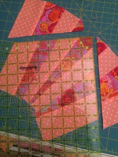 Description: A free-pieced fan-style quilt, minus the curved piecing.reds, oranges, yellows, pinks and a. Japanese Quilt Patterns, Scrappy Quilt Patterns, Japanese Quilts, Quilt Blocks, Quilting Tutorials, Quilting Ideas, Sunrise Colors, Tie Quilt, String Quilts