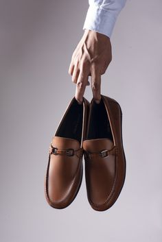 #PierreCardin presents a #classic #moccasin style meticulously crafted in soft and high-quality #leather and an embossed vamp to add a little class to your look. With a lightweight rubber #sole and a leather-covered removable insole, this #slipon is comfort and style combined at its best.#menstyle #fashion #trends #black #shoponline # menshoesformal #2020 #formalclassy #style #2020trends #formal #trendy #brown #businesscasual menstylecasual#menstyle #menfashion #handcrafted #shoponline