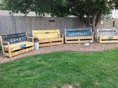 Needs some paint and cushions, could be cute in next Rocco's room Repurpose Tailgate Bench