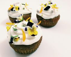 Try this gluten-free breakfast cupcakes recipe topped with a honey yogurt frosting and sprinkled with edible flowers. Butter Cupcakes, Gluten Free Cupcakes, Peanut Butter Breakfast, Peanut Butter Banana, Breakfast Cupcakes, Breakfast Recipes, Breakfast Ideas, Breakfast Muffins, Brunch Ideas