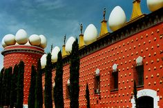 The Dalí Theatre-Museum, the largest surrealistic object in the world, occupies the building of the former Municipal Theatre