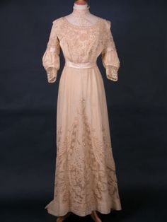 Wedding dress  National Trust Inventory Number 1361606  CategoryCostume  Date1905 - 1909  MaterialsLace