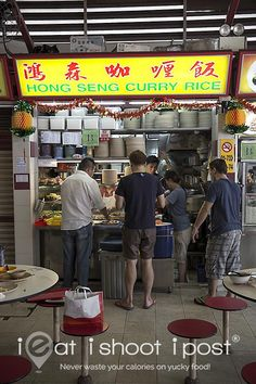 """Stall 《Dr Leslie Tay, better known by his moniker """"ieat"""" has spent almost a decade roaming around Singapore in search of the best hawker food and then publishing his mouth watering pictures and stories on his award winning food blog,ieatishootipost.sg》"""