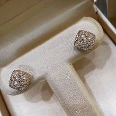 Gorgeous diamond cluster rose and white gold stud earrings! #rose #gold #diamond #cluster #studearrings http://ift.tt/1ZPqaXE