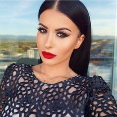 Amrezy, red lips