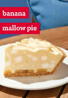 Banana Mallow Pie -- Sliced bananas, vanilla pudding and marshmallows join forces for a deliciously sweet dessert recipe ready to refrigerate after just 15 minutes of prep. Could easily turn this into rocky road. Banana Pie, Banana Dessert, Breakfast Dessert, Banana Pudding, Banana Boat, Cool Whip Desserts, Sweet Desserts, Just Desserts, Sweet Recipes