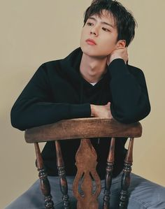 Find images and videos about kpop, singer and korean actor on We Heart It - the app to get lost in what you love. Park Bo Gum Photoshoot, Korean Photoshoot, Men Photoshoot, Photoshoot Concept, Korean Star, Korean Men, Korean Face, Asian Men, Actors Male