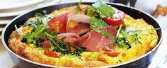 Omelett med brokkoli, spekeskinke og ruccola