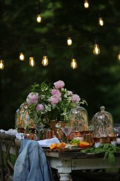 A few favorite tips for adding ambiance to summer parties - French Country Cottage Outdoor Living Rooms, Outdoor Dining, Outdoor Spaces, French Country Cottage, Cottage Style, Southern Farmhouse, Country Chic, Fresco, Romantic Homes