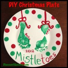DIY Christmas plate or design one for any gift or holiday Need a fun Christmas Craft to do with the kids. Why not make a Christmas Plate! It is so easy… Christmas Activities, Christmas Crafts For Kids, Baby Crafts, Christmas Baby, Homemade Christmas, Diy Christmas Gifts, Christmas Projects, Holiday Crafts, Holiday Fun
