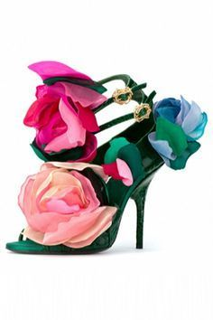 Bruno Frisoni for Roger Vivier Haute Couture 2009 Green Snakeskin Sandals with s Floral Fashion, Look Fashion, Fashion Shoes, Shoe Boots, Shoes Heels, Pumps, Top Shoes, Gucci Shoes, Crazy Shoes