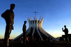 Principais Obras de Oscar Niemeyer - No Brasil e No Exterior - Catedral de Brasília