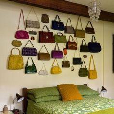 Como organizar bolsas no armário