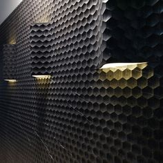 Lithos presents mural tiling 'Favo Curve'. The tilings are available in both flat or curved version, to accommodate lighting.