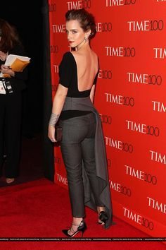 emma watson karlie kloss time 100 gala 10 Emma Watson keeps it classy in black while attending the 2015 Time 100 Gala held at Frederick P. Rose Hall, Jazz at Lincoln Center on Tuesday (April in New York… Emma Watson Sexy, Emma Watson Estilo, Emma Watson Beautiful, Emma Watson Fashion, Emme Watson, Emma Watson Outfits, Emma Watson Dress, Mode Inspiration, Woman Crush