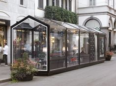 Would make a great coffee shop. GLASS HOUSE Collezione Strutture espositive per esterno by CAGIS Kiosk Design, Cafe Design, Retail Design, House Design, Urban Furniture, Street Furniture, Café Exterior, Steel Gazebo, Shop Signage