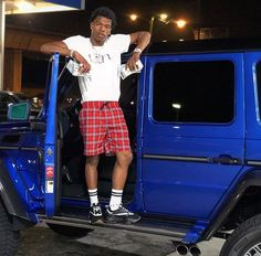 New Music: Lil Baby ft. Rylo Rodriguez – Need Mine / Walk In Rapper Outfits, Swag Outfits Men, Hip Hop Playlist, Lil Bibby, Teen Boy Fashion, High Fashion, Baby Wallpaper, Iphone Wallpaper, Cute Black Boys