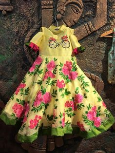 Kids frocks designs, Typically girls and women wear frocks. Especially frocks wear in formal events like weddings and Birthday parties. Kids Party Wear Dresses, Kids Dress Wear, Dresses Kids Girl, Kids Outfits, Baby Dresses, Kids Wear, Long Frocks For Kids, Frocks For Girls, Kids Ethnic Wear