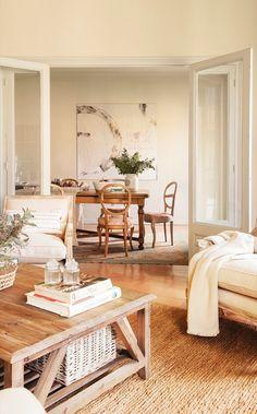 El comedor. Alfombra, cuadro y butacas de Coton et Bois. La alfombra del salón es de Francisco Cumellas.