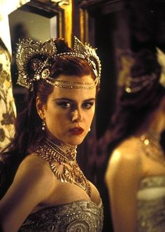 Nicole Kidman portrays the role of ''Satine'' in the film ''Moulin Rouge!'' a Australian-American jukebox musical romantic comedy film. Nicole Kidman Moulin Rouge, Satine Moulin Rouge, Moulin Rouge Movie, Moulin Rouge Costumes, Annie Leibovitz, Glamour Hollywoodien, Robert Mapplethorpe, Richard Avedon, Winter Mode