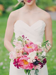 Perfect peony bouquet | Photo by Mollie Crutcher | Floral design by Jaclyn Journey #peony #peonies #bouquet