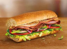 Every Subway Sandwich—Ranked for Nutrition! Types Of Sandwiches, Turkey Sandwiches, Healthy Subway Sandwiches, Berry Smoothie Recipe, Easy Smoothie Recipes, Homemade Frappuccino, Grilled Fruit, U Bahn, Food Goals