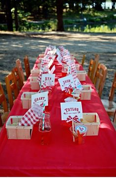 Farm fresh / picnic theme settings. Love the idea of using fruit baskets. Can use them to hold cookies as a favor in each setting, or fruit and vegs at the food table.