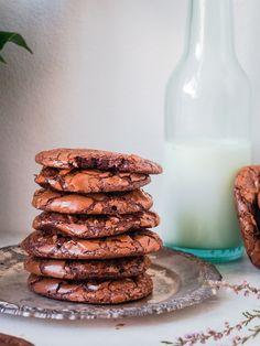 Brookies - maailman paras suklaakeksi – Viimeistä murua myöten Xmas Desserts, Delicious Desserts, Yummy Food, Brookies, Food Picks, Sweet Pastries, Tasty Bites, Desert Recipes, Food Presentation
