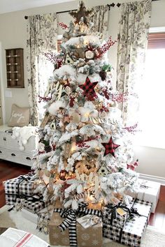 Top 30 Amazing Christmas Tree Designs You Can't Miss Out Rose gold and bush pink flocked Christmas tree; Blue and white Christmas Tree; White Flocked Christmas Tree with Velvet Ribbon; Teal and white Christmas tree. Elegant Christmas Trees, Decoration Christmas, Farmhouse Christmas Decor, Noel Christmas, White Christmas, Christmas Ornament, Christmas Island, Christmas Cactus, Christmas Music