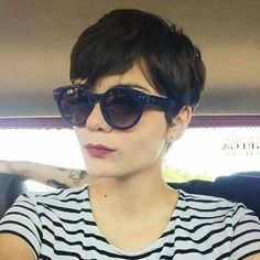 Pixie haircut is really appealing and perfect idea for ladies who demand to change their looks completely. So today I will appearance you the latest pixie haircut ideas that will accomplish you look adorable and chic. Superkurzer Pixie, Pelo Pixie, Pixie Cuts, Messy Pixie, Pixie Hairstyles, Short Hairstyles For Women, Pretty Hairstyles, Pixie Haircuts, Great Hair