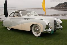 1947 Delahaye 175 Saoutchik Coupe de ville - I can't resist the two tones and how the white swoops along the side! *sigh*